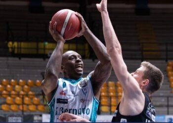 Un'azione della partita Cantù-Trento