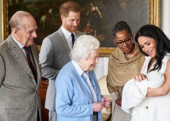 Royal Family celebra compleanno primogenito coppia 'ribelle'