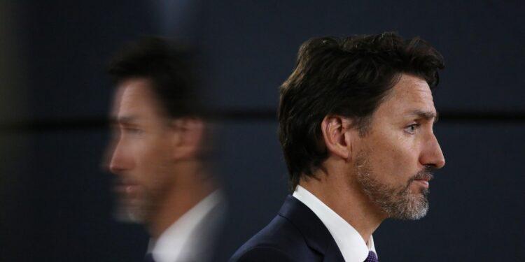 """Trudeau definisce """"inaccettabile"""" il caso dell'aereo dirottato"""