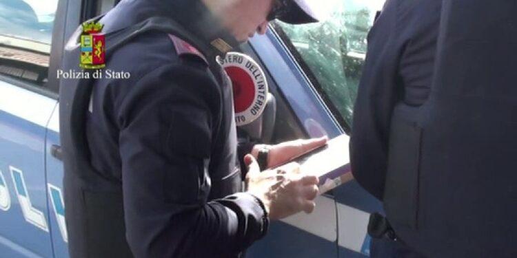 Bloccato da Ps nel Porto di Napoli dopo sbarco da un traghetto