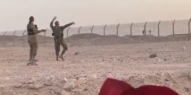 Dall'altra parte frontiera lo fanno anche i militari del Cairo