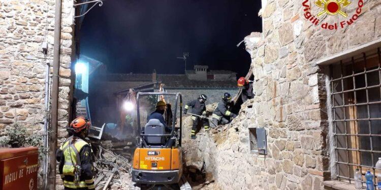 Le operazioni dei vigili del fuoco si sono concluse nella notte
