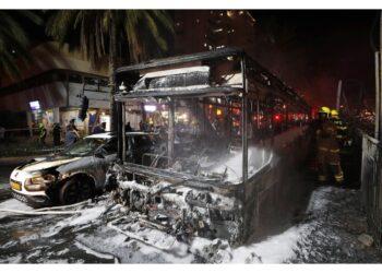 Hamas: 'Sparati 130 razzi.Risposta all'uccisione dei comandanti'