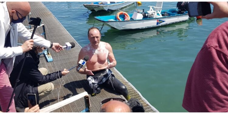 Nuotatore disabile a Toti