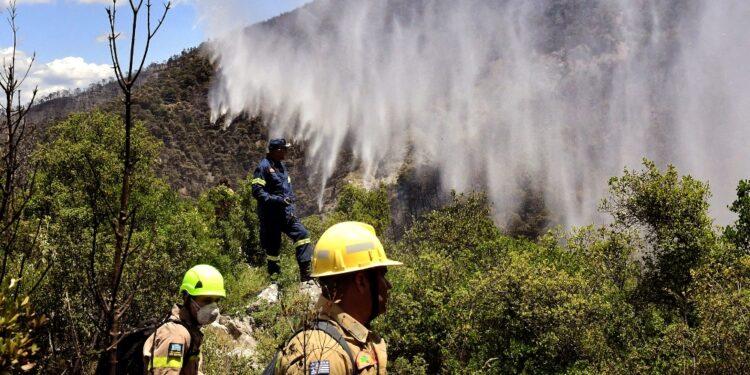270 vigili del fuoco lottano da tre giorni con le fiamme