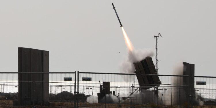 In reazione alla distruzione di un grande edificio a Gaza