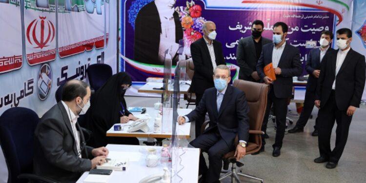 Ali Larijani si è registrato come candidato