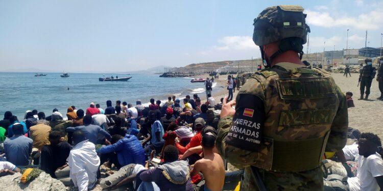 A causa della crisi migratoria nell'enclave di Ceuta