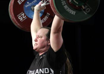 Nel sollevamento pesi. Sarebbe la prima atleta trans ai Giochi