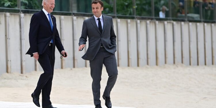 Il presidente a margine dell'incontro bilaterale con Macron