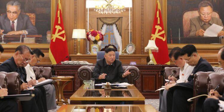 Nelle foto diffuse sabato il leader sembra aver perso peso