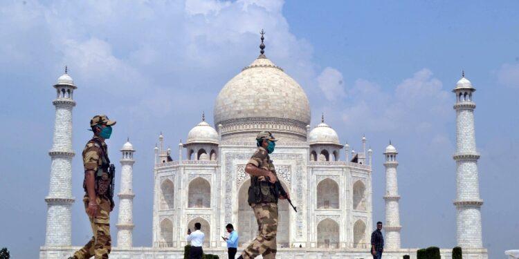 I turisti possono tornare dal 16 giugno ma con restrizioni