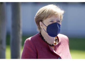 Non allentare troppo velocemente obbligo mascherine spazi chiusi