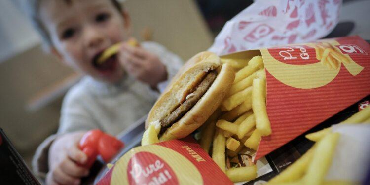 Governo formalizza il progetto di legge contro obesità infantile