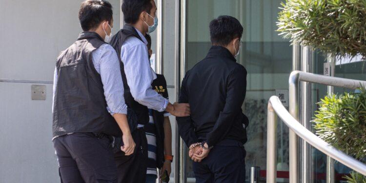 Blitz della polizia nella sede dell'Apple Daily