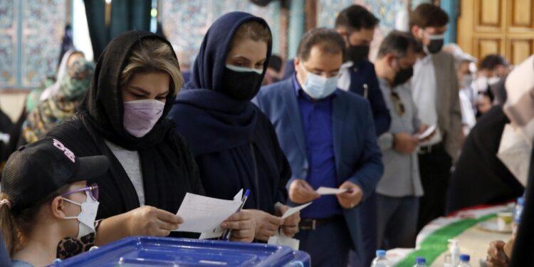 Operazioni di voto prorogate fino alle 2 ora locale