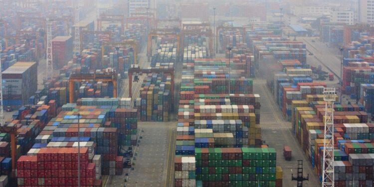 Migliaia di container fermi per focolai di Covid tra maestranze