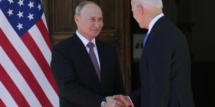 Si parte con un incontro tra i due leader