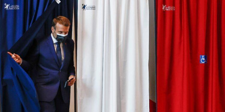 Da Macron a Le Pen appello a mobilitarsi al secondo turno