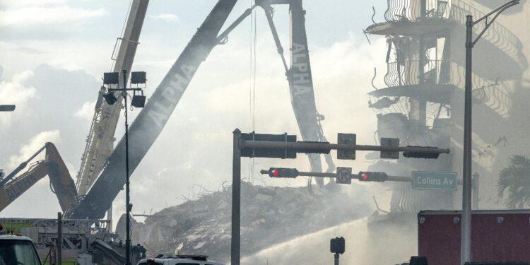 I soccorritori scavano senza sosta