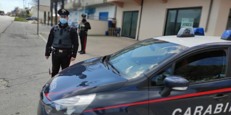 Un terzo complice è ricercato dai Carabinieri