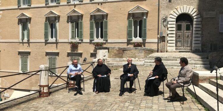 Incontro con arcivescovo mons. Spina e padri Fortunato e Corsini