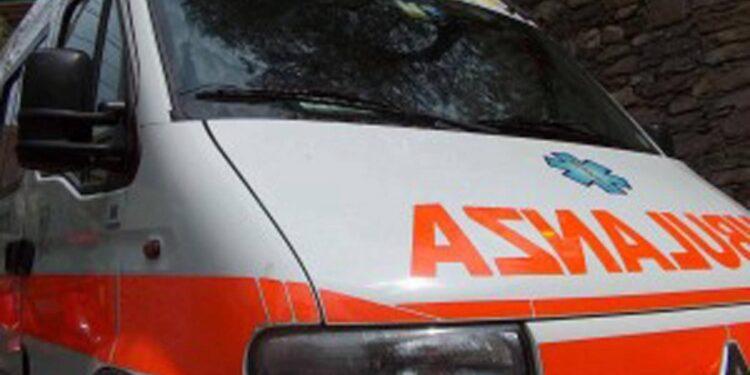 Un furgone si è scontrato con un tir sulla bretella A1-A21