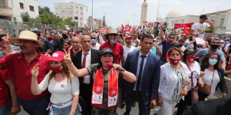 Manifestazione voluta da leader Pdl per chiedere caduta governo