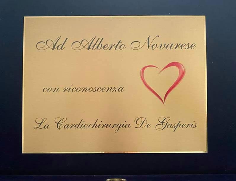 La targa di ringraziamento donata dalla cardiochirurgia
