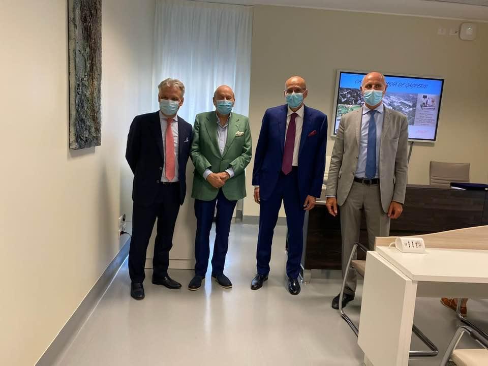 Da sinistra a destra: l'imprenditore lariano Alberto Novarese, il presidente della fondazione De Gasperis Benito Benedini, il direttore della Cardiochirurgia Francesco Claudio Russo e Marco Bosio, direttore generale dell'Asst Niguarda
