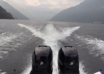 una barca sul lago di Como