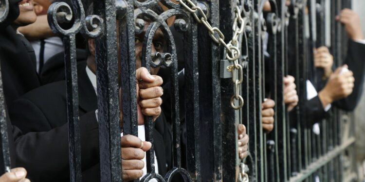 Testimonianze di guardie fanno luce su abusi su detenute