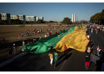 Chiedono impeachment per gestione crisi. Incidenti a San Paolo