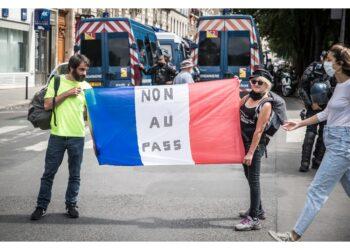 Manifestanti in piazza per il terzo sabato consecutivo