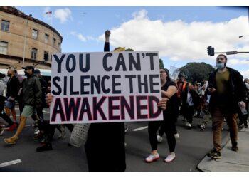 Migliaia di manifestanti anche a Melbourne