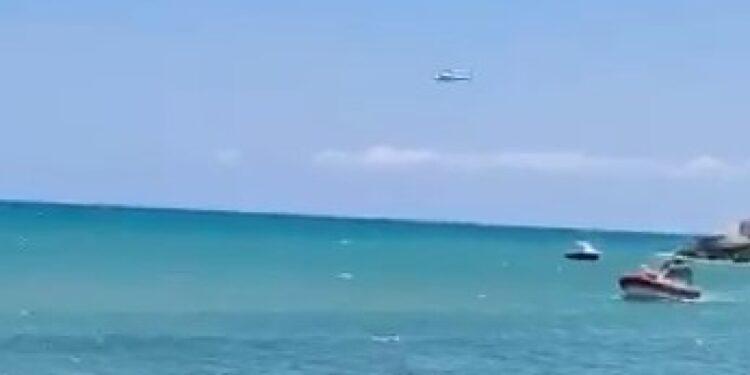 In acque agitate a Vieste con 2 cuginetti che sono stati salvati