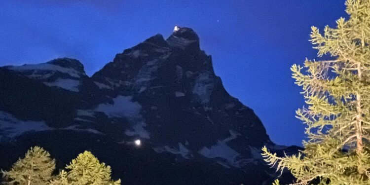 Due alpinisti stranieri recuperati nella notte in elicottero