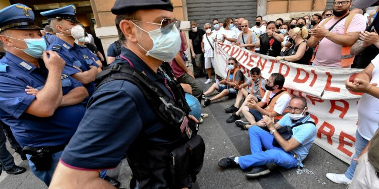 Disoccupati in piazza per chiedere tavolo interistituzionale