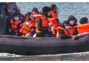 Stavano cercando di raggiungere l'Inghilterra su due barche