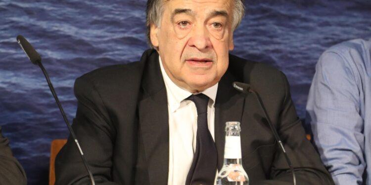 Sindaco Palermo prende la tessera da segretario provinciale