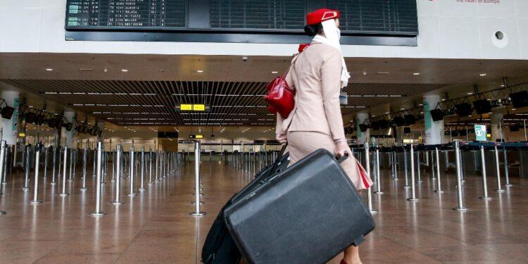 I passeggeri rientrano nell'aerostazione