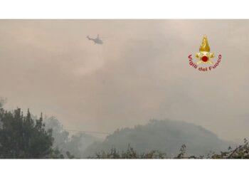 In azione anche i vigili del fuoco arrivati da Sassari