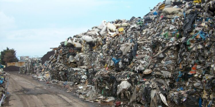 Enormi quantità in area con vincoli ambientali e paesaggistici