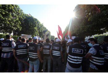 Attivisti chiedono lo scioglimento del Parlamento