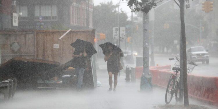 Nel Bronx soccorritori in azione