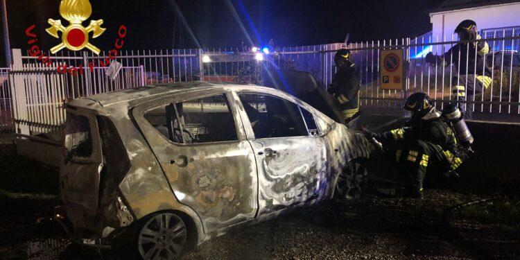 Incendio auto Carugo