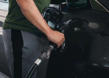 rifornimeno auto stazione di servizio carburanti