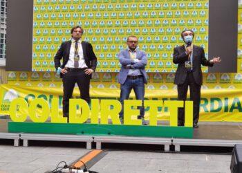 l'assessore rolfi e deu delegati coldiretti sul palco