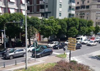 traffico a Como in viale Rosselli