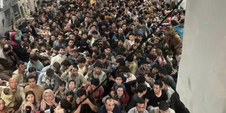 Più quasi 2.000 rifugiati afghani